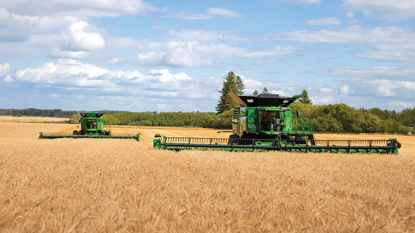 New John Deere HDR Rigid Cutterbar Drapers are ideal for small grains, oilseed, or soybean growers.