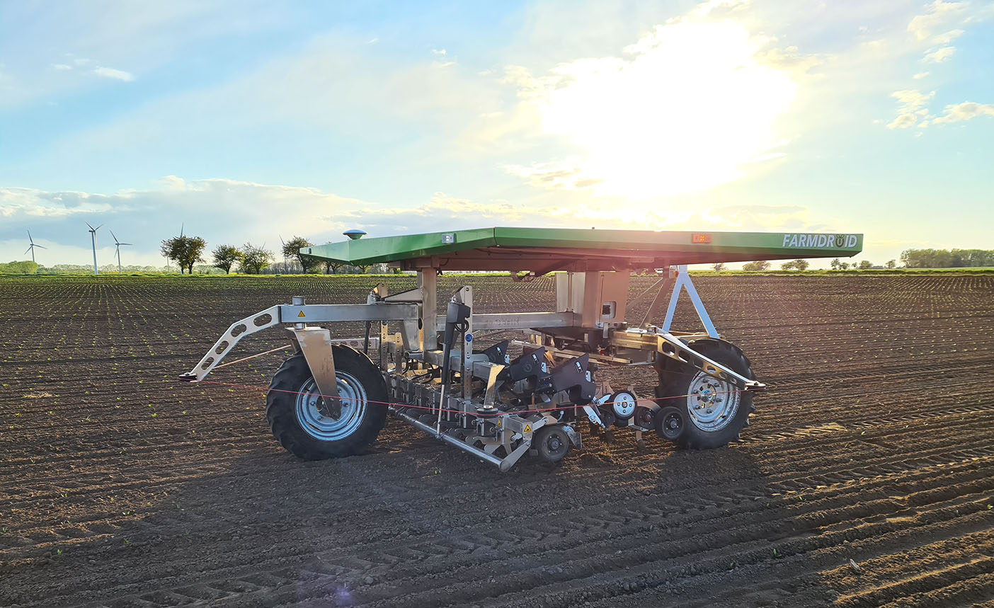 06.Farmdroid suggests that its robots could work unsupervised for the season with the aid of a geofence, offering a viable alternative to spraying for non-organic sugar beet