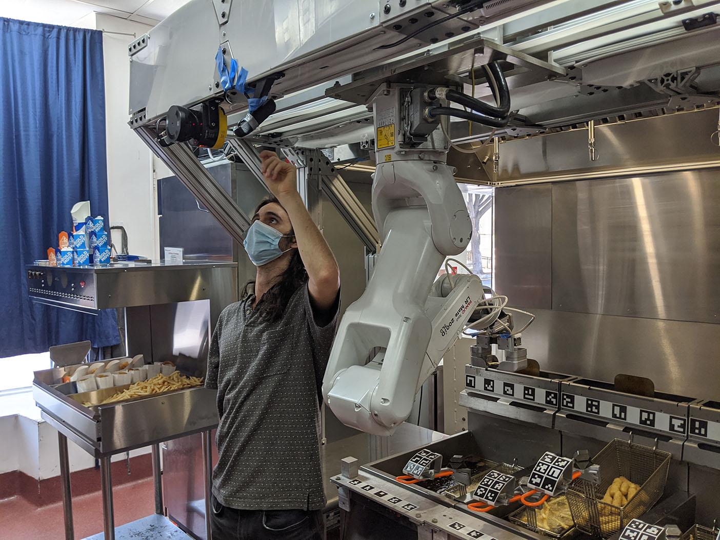 Flippy Robot-on-a-Rail (ROAR), can cook up to 19 food items, and is mounted on a recessed overhead rail to increase safety for catering staff