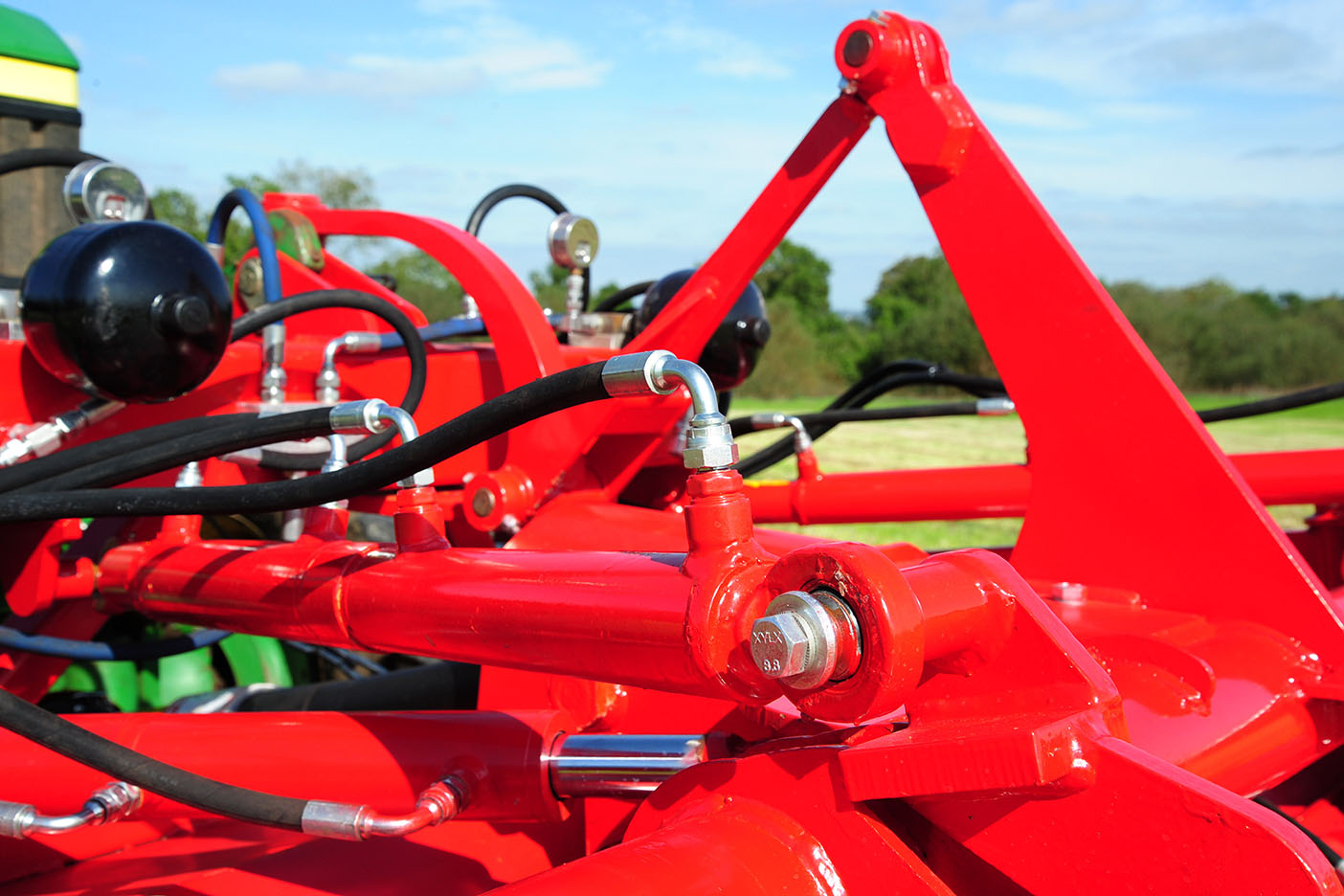 As a safeguard, heavy gauge steel is used throughout and generously sized bearings specified for the moving parts. These features ensure that the mowers will stand up to the punishment of long hard silage seasons in the heaviest of forage crops.
